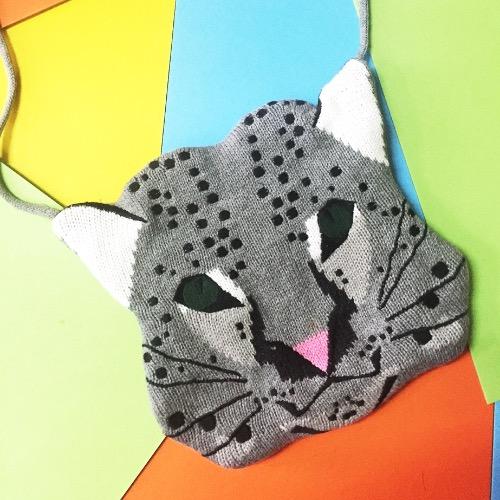 白老虎羊毛針織刺繡斜背小袋子