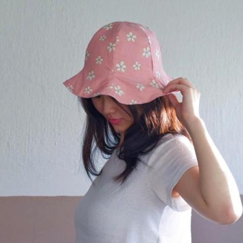 粉色小花雙面花瓣帽