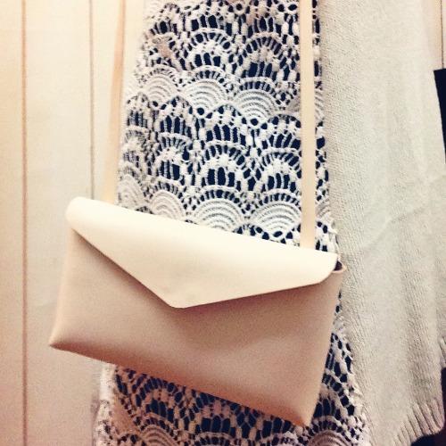 手縫皮革簡約斜背包 by Fabula Design 客製化 復古 電話包 隨身包 旅行包 韓國風格