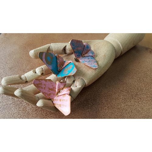 手工縫製 - 彩繪的皮革蝴蝶心口針 / 襟針