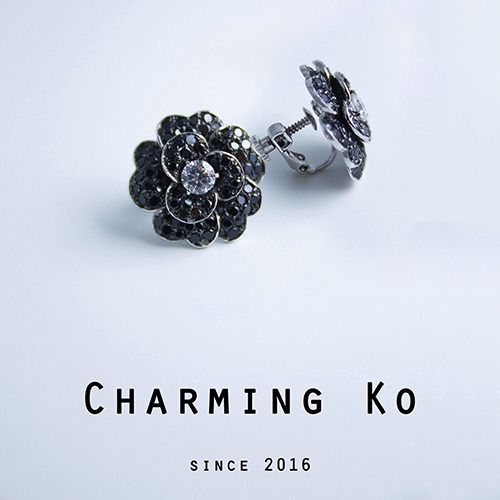 Charming Ko 小香風淡雅山茶花耳夾式耳環