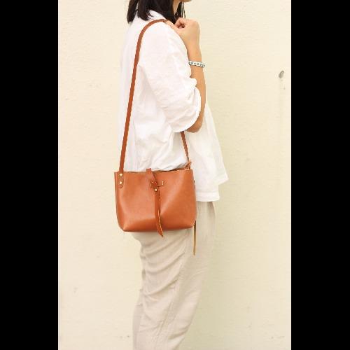 Minimalsite簡約手工縫製斜肩包/ 單肩包