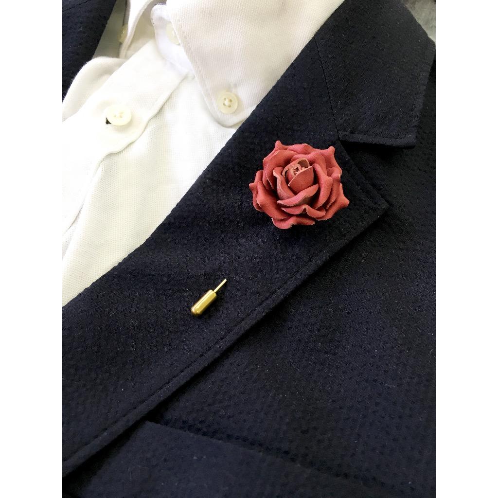 皮革小玫瑰襟針
