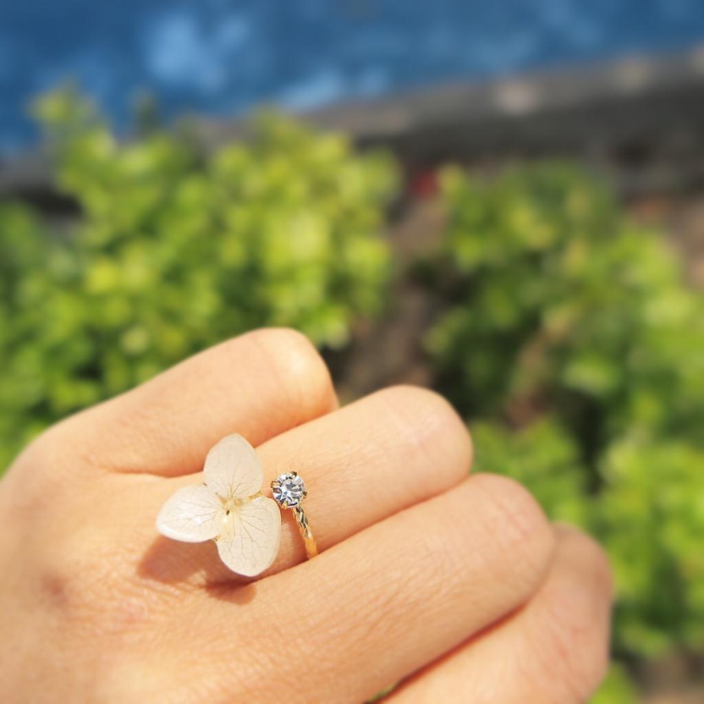 鑲石真綉球花戒指