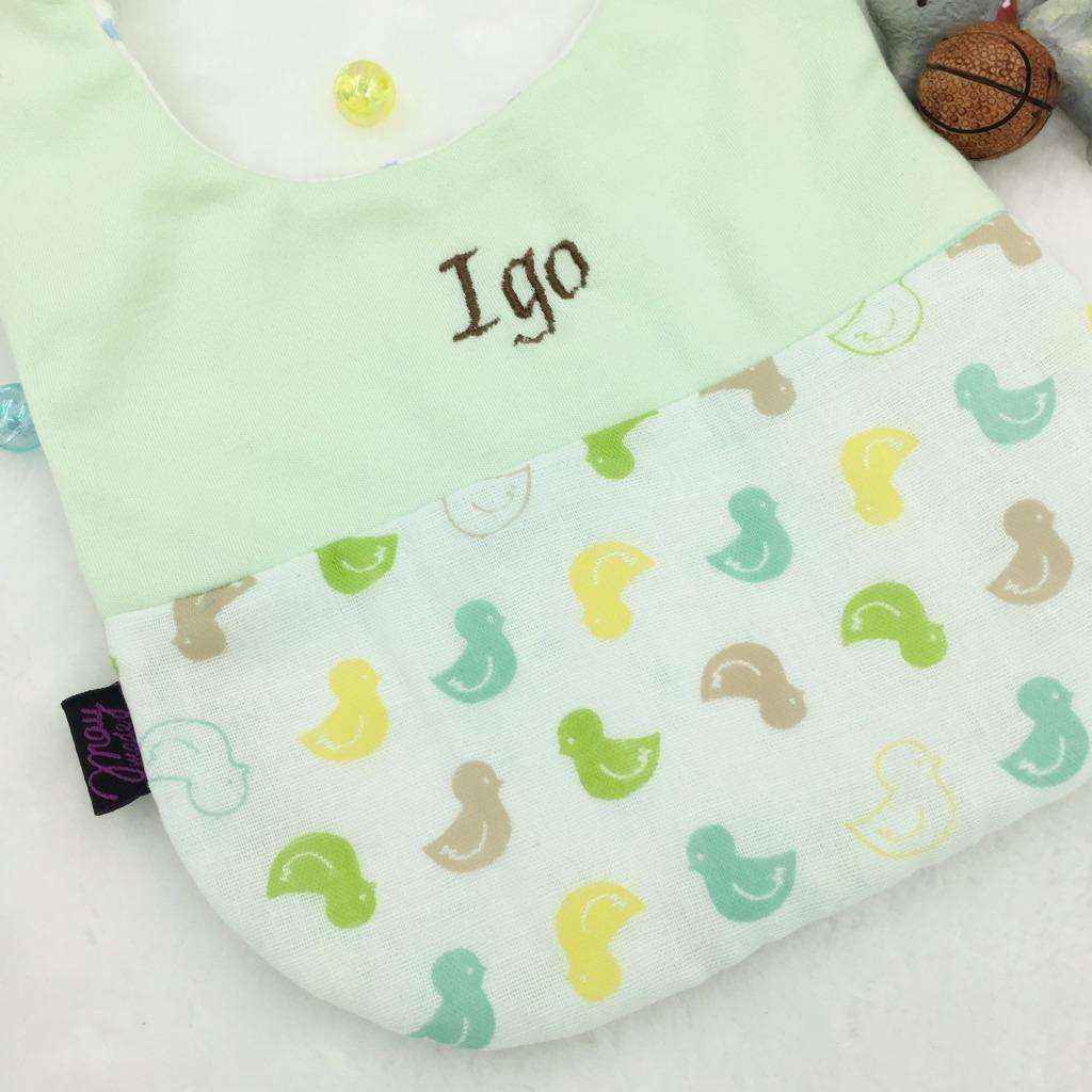 「伴兒」刺繡名字動物園口水肩/圍兜-綠色小雞二重紗  彌月禮物
