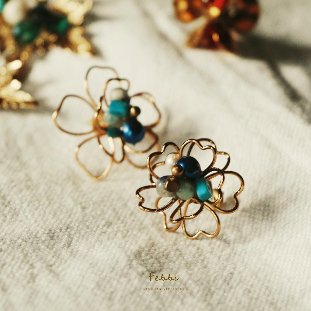Febbi櫻花貼耳黃銅耳環