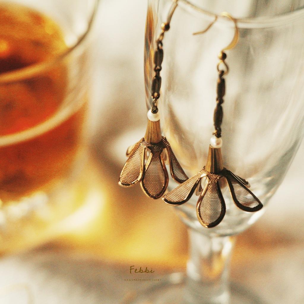 Febbi金盞花黃銅耳環