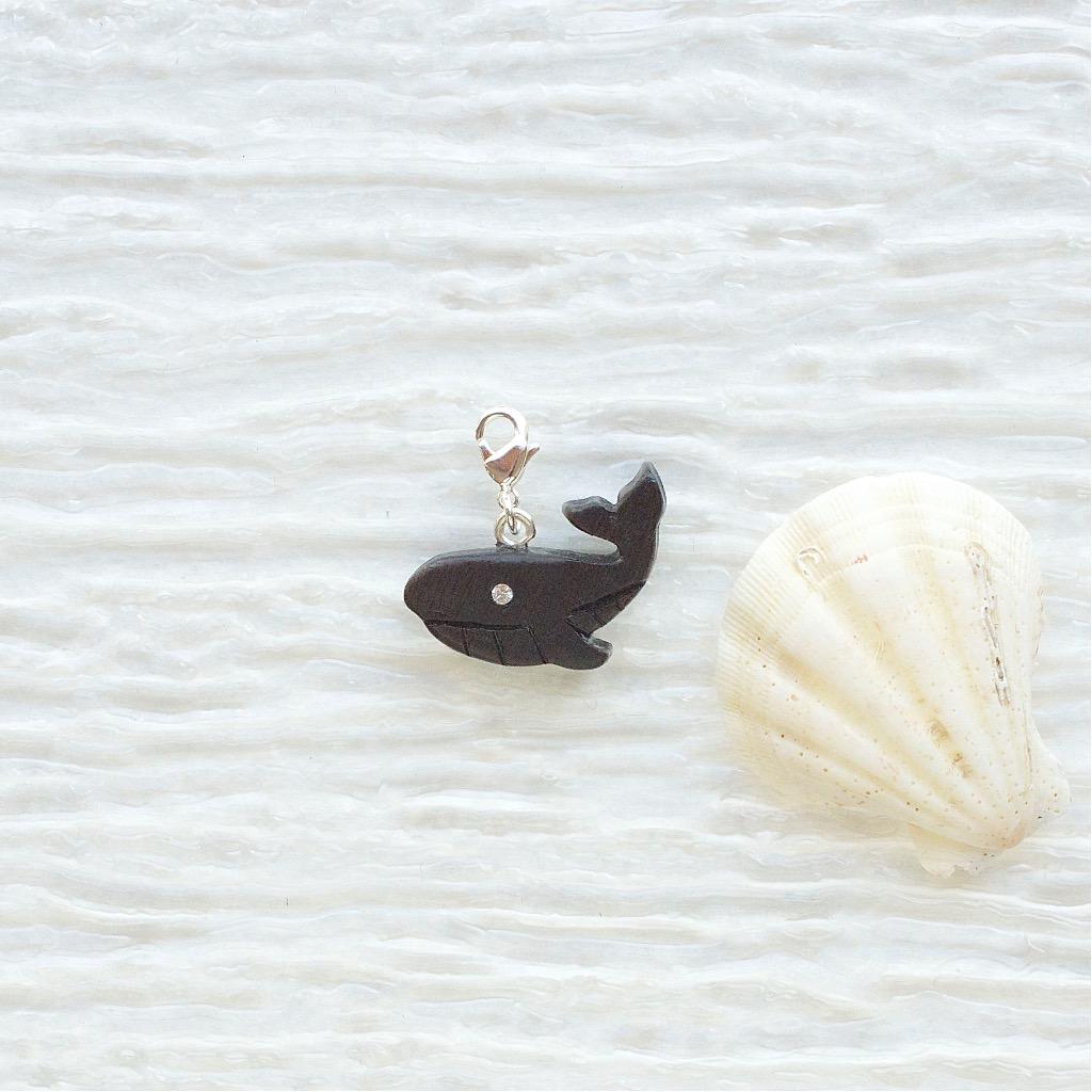 【Honeywood】手工木製吊飾 》》座頭鯨 。吊飾 禮物訂製