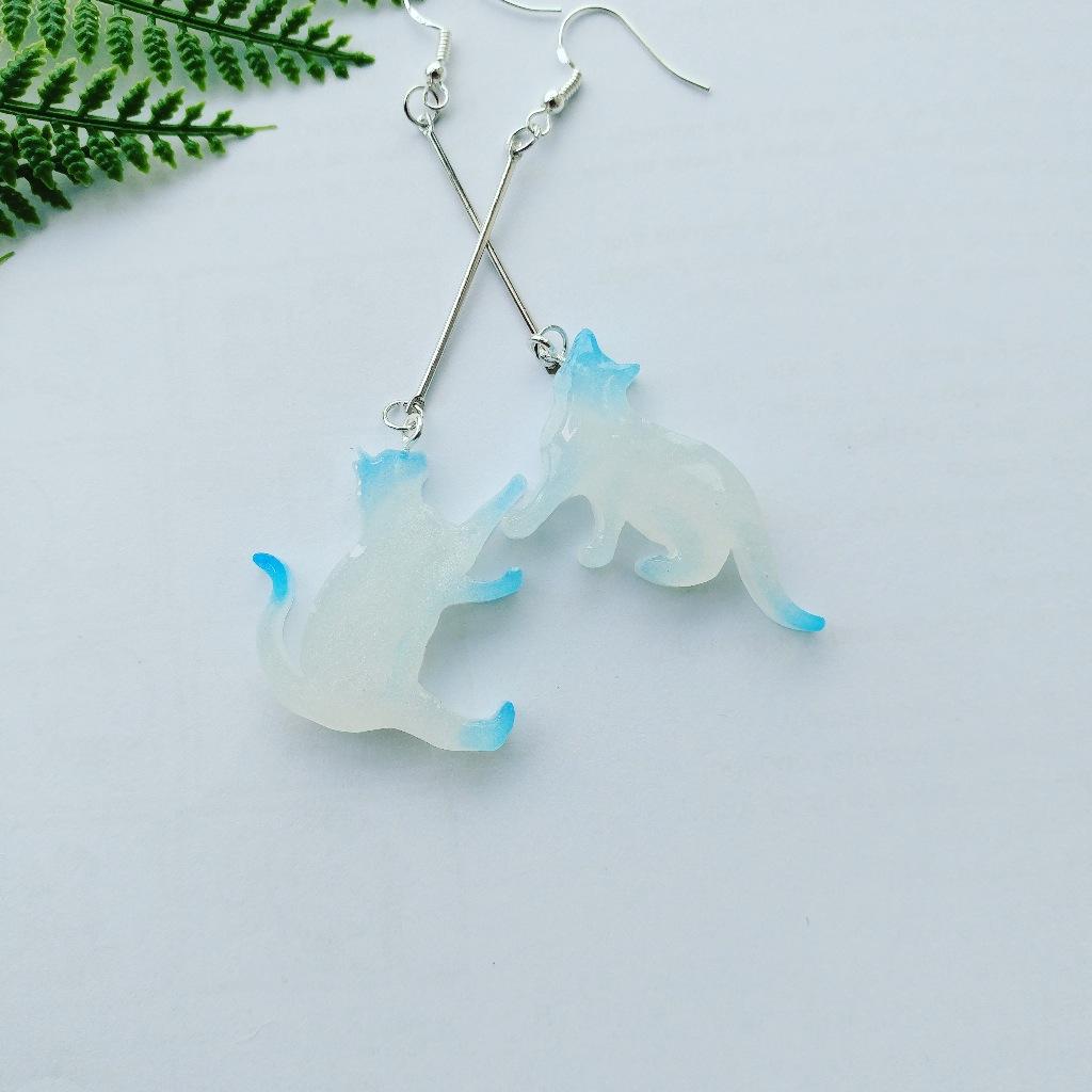 動感藍色貓咪耳環