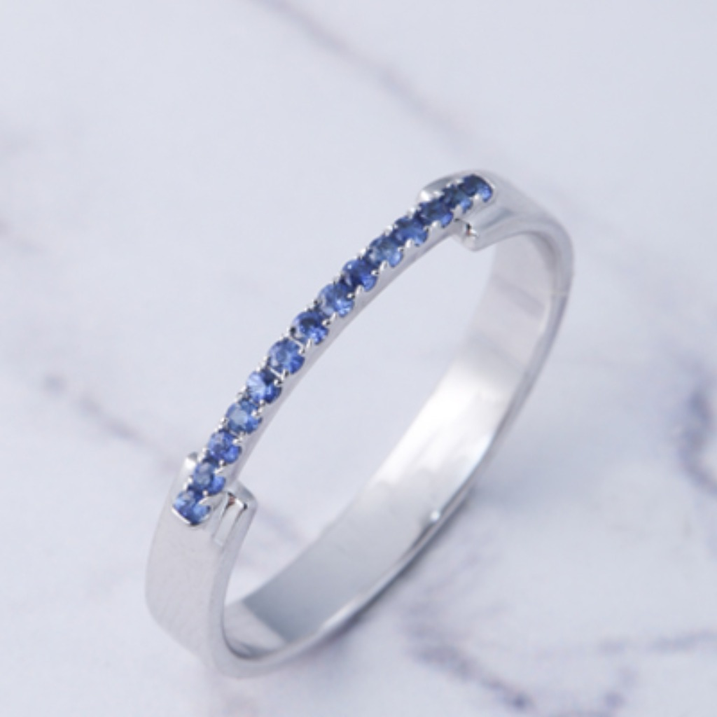 18K白金 單線條幹練戒指