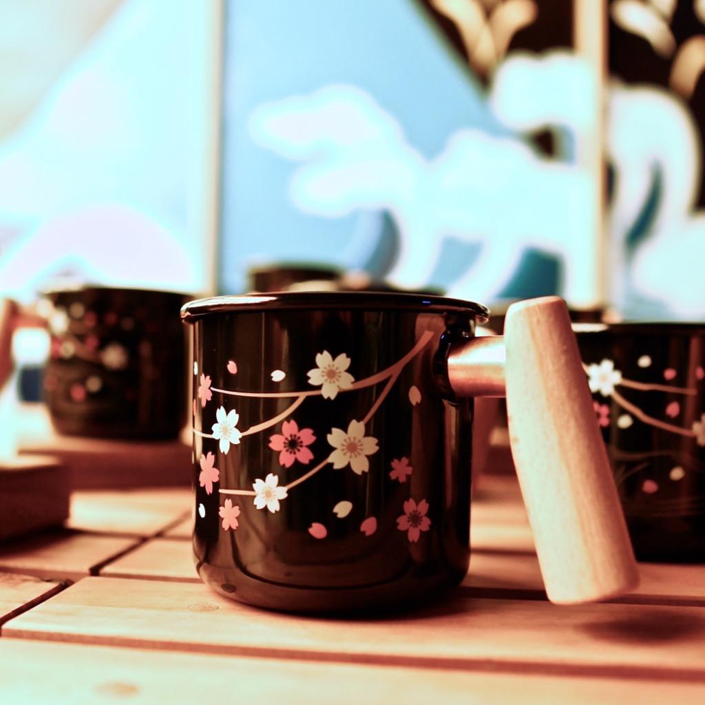 Truvii 手工木柄琺瑯杯 (夜櫻 - 400ml) (感溫變色)