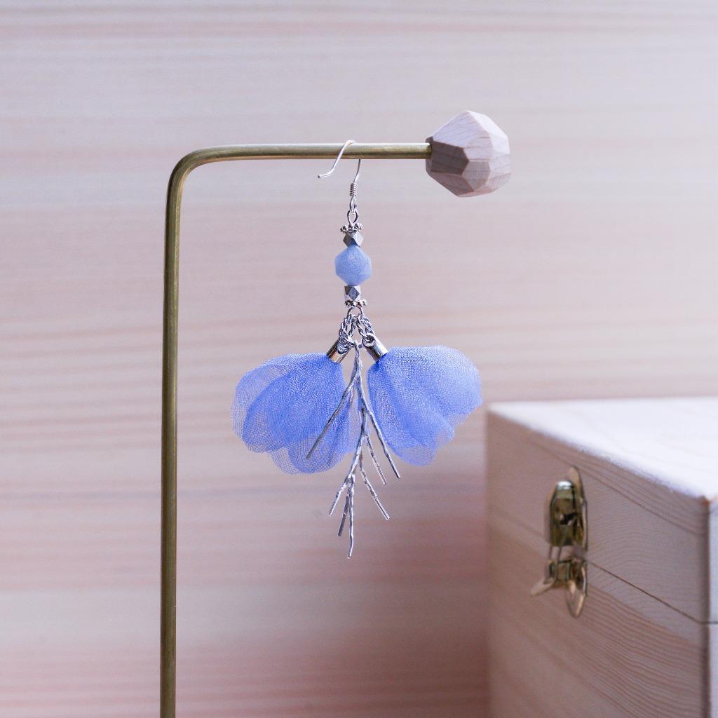 Ivy 天然海藍原石薄紗花片銀枝條垂墜耳環