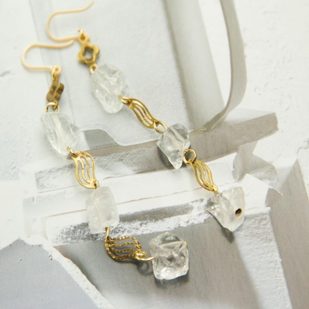 絕色系列-白色水晶與黃銅工藝矽膠耳勾