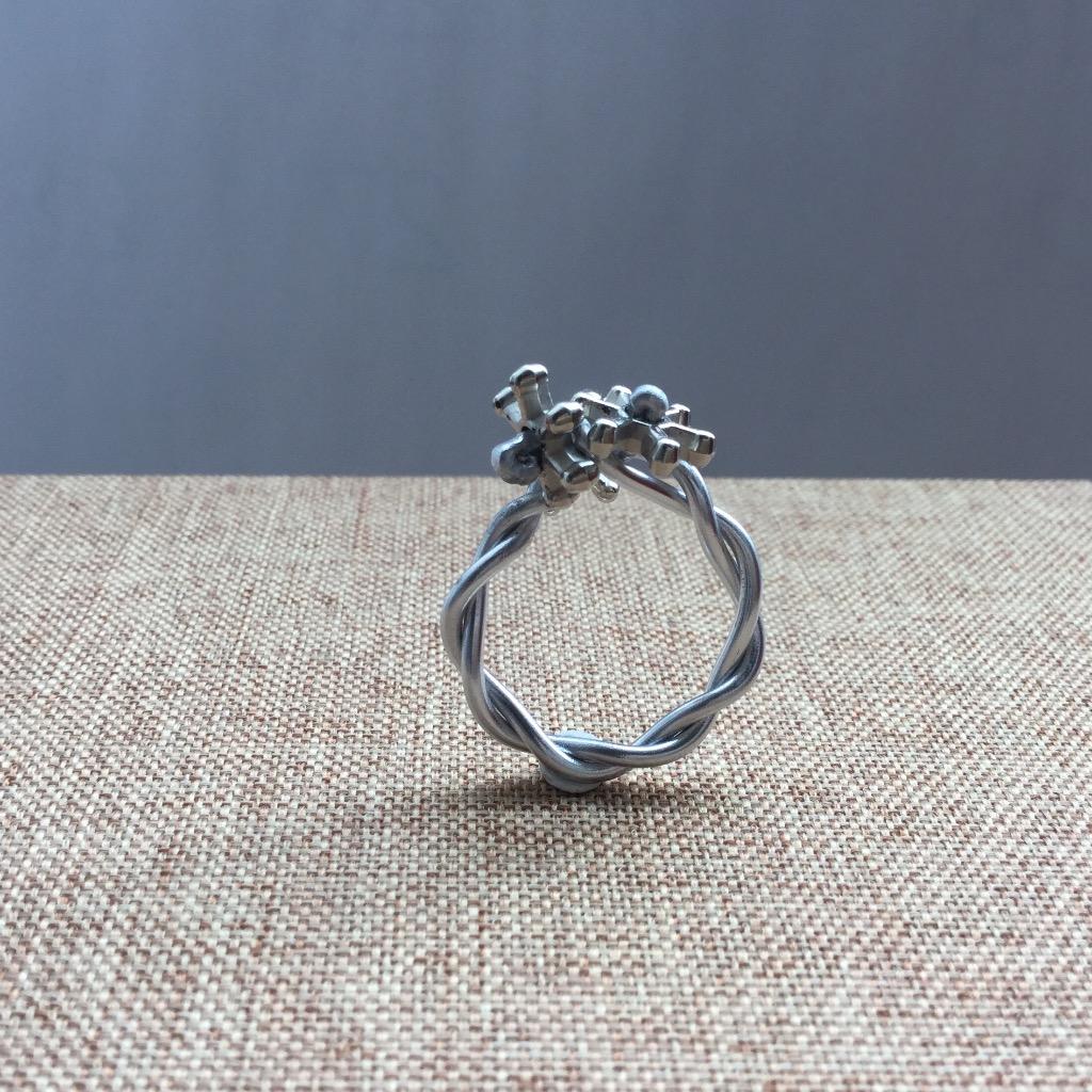 [W Bracciale] 捲捲指環:六星花