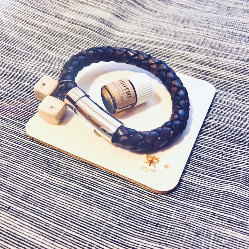 栄。擴香木香薰飾物 - 真皮手繩/手帶 (單繩啡色)