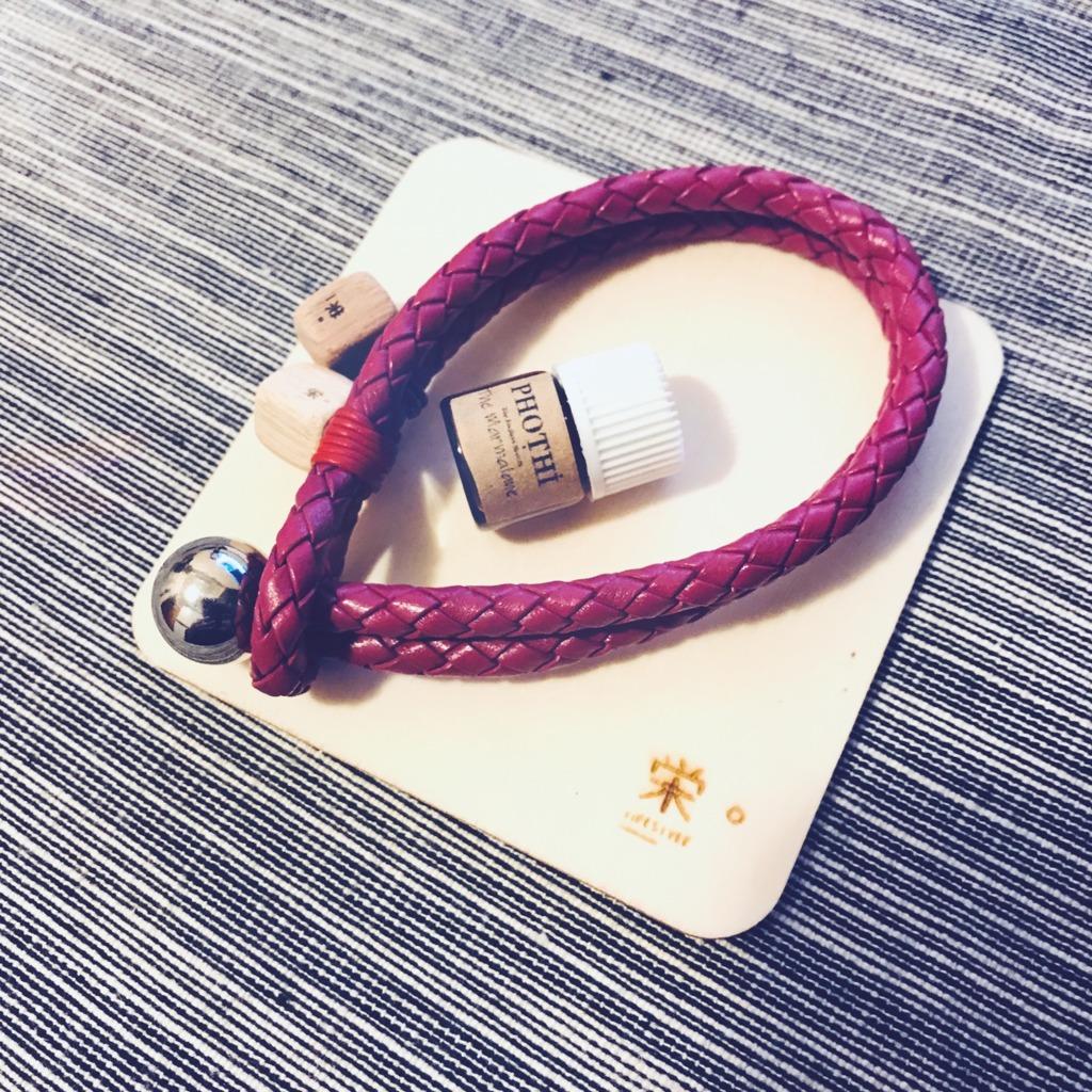 栄。擴香木香薰飾物 - 真皮手繩/手帶 (雙繩桃紅色圓扣)