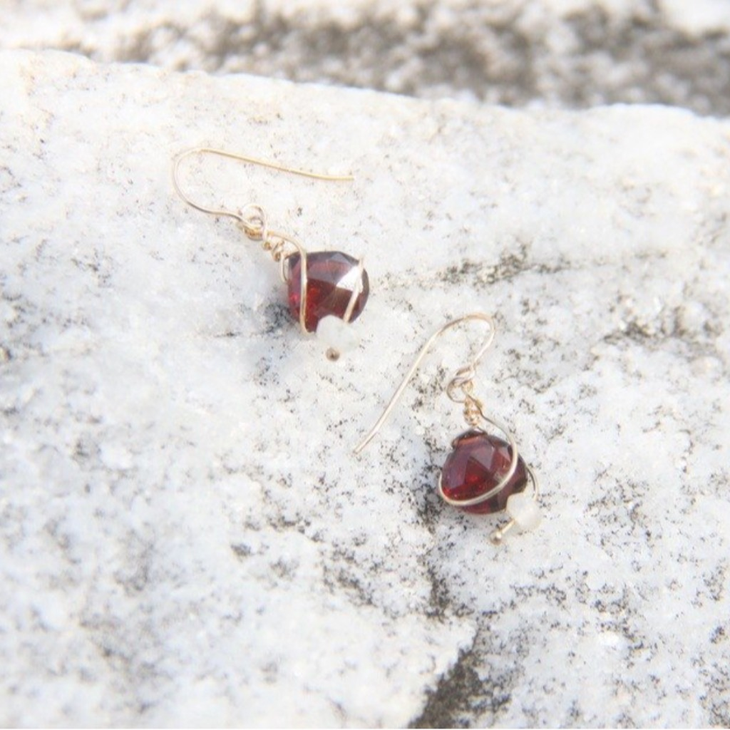 嫣紅石榴石耳環/ Bright Red Garnet earring