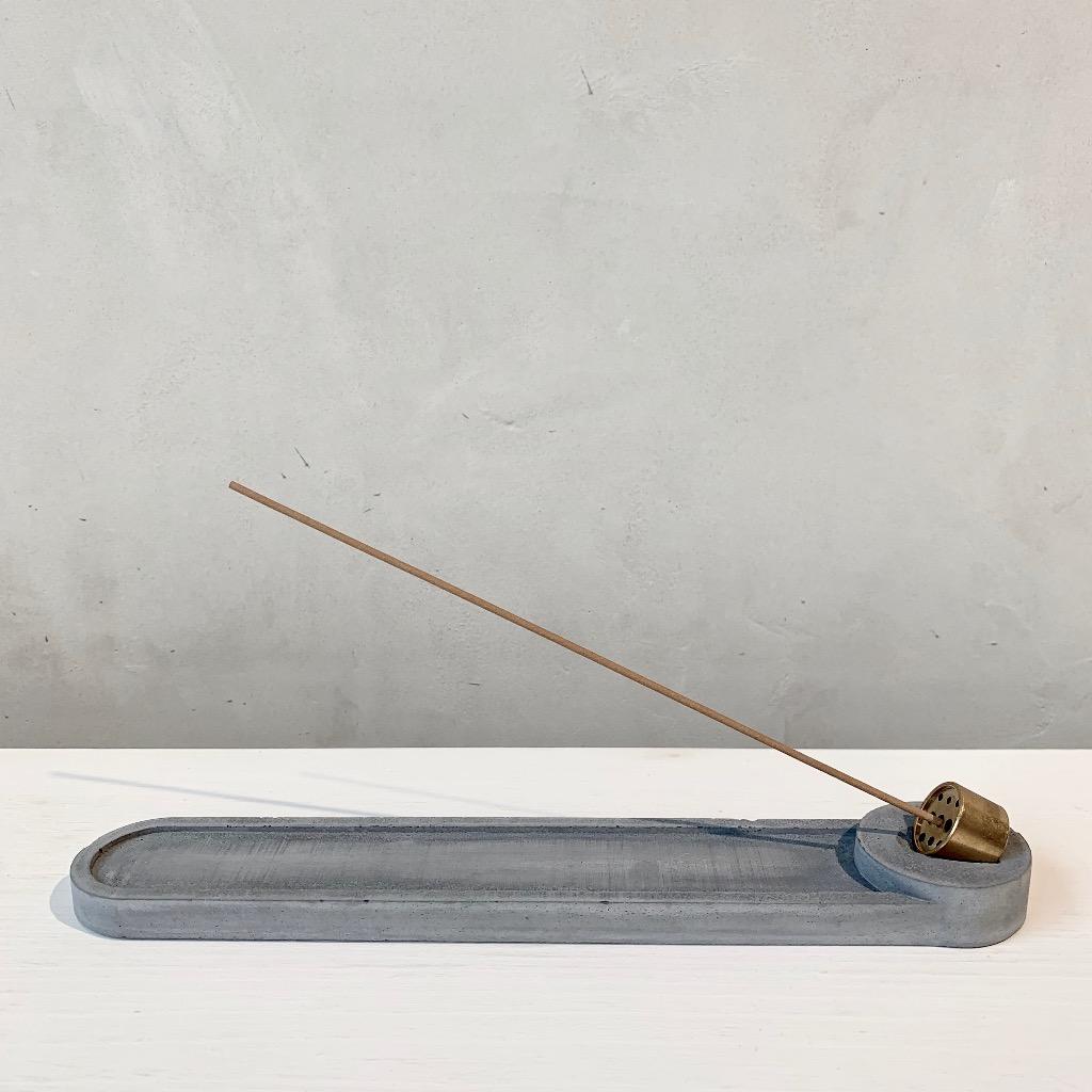 水泥x黃銅 線香座 | 長條圓形 | 深灰
