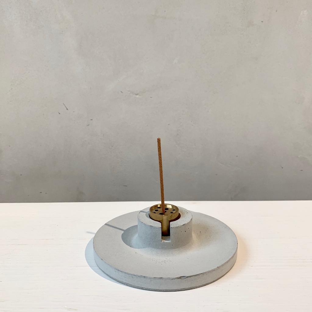 水泥x黃銅 線香座 | 圓盤 | 灰