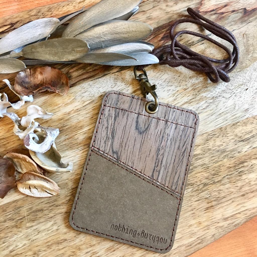 木製配洗水牛皮紙證件套