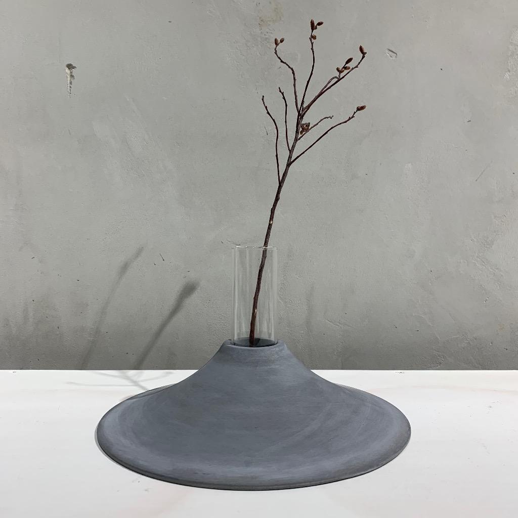 水泥花瓶 | 大型 | 平 | 深灰