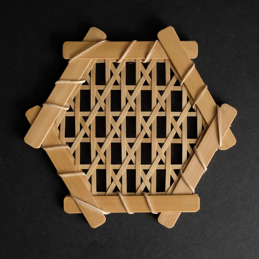 六角直紋編墊子