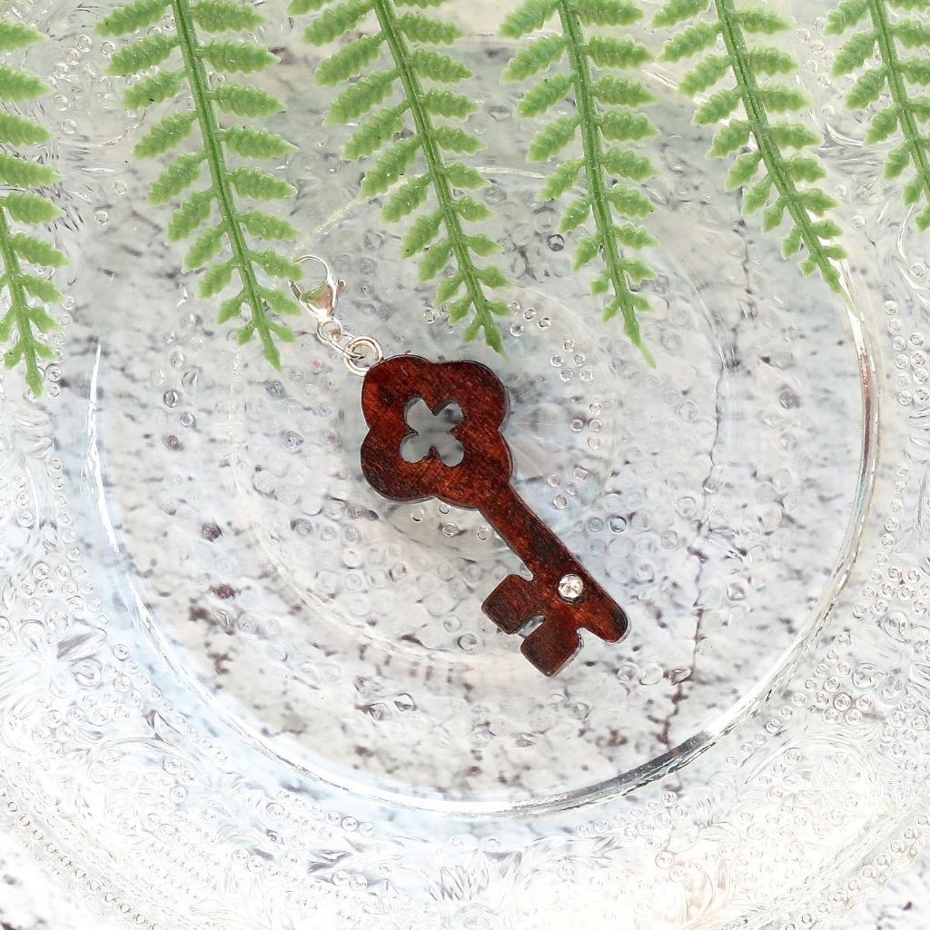 【Honeywood】手工木製吊飾 》》復古鎖匙。吊飾 禮物訂製