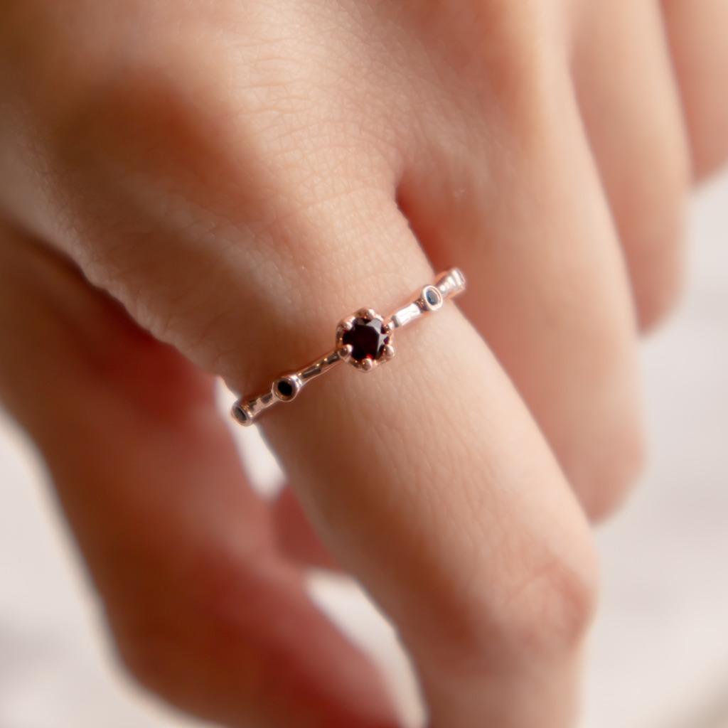 [433 Studio] 925 silver六爪圓形石榴石 + 小圓尖晶戒指