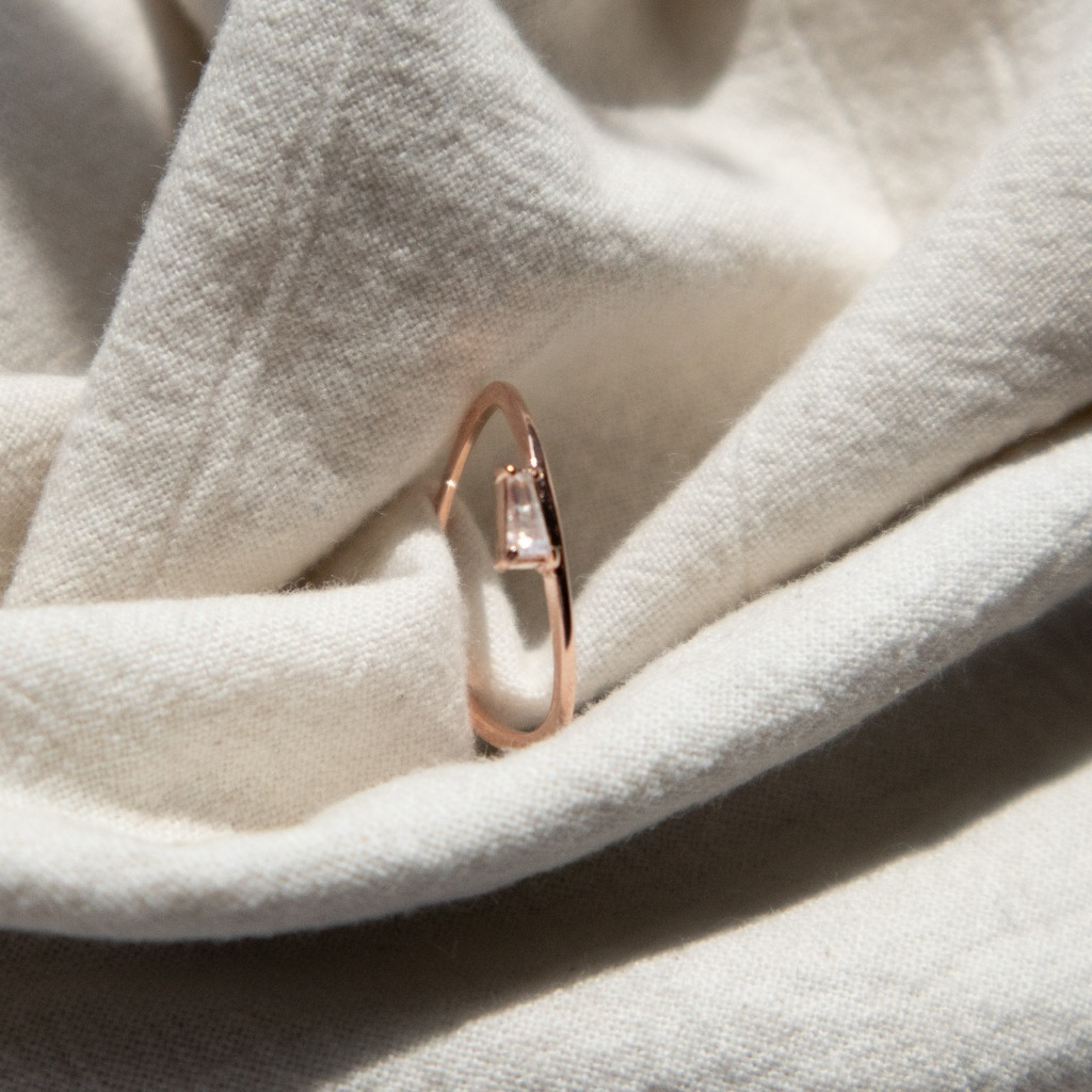 [433 Studio] 925 silver簡約小梯形彩虹月光石戒指