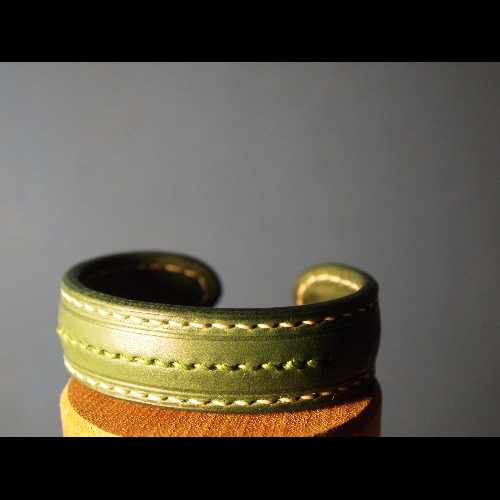"Leather bangle ""Moss"" 特製款皮手環 「苔癬」"